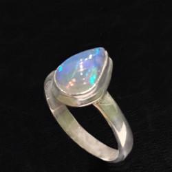 Кольцо с натуральным опалом в серебре