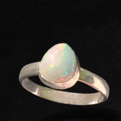 Кольцо натуральный опал в серебре