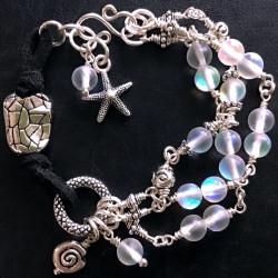 Морской браслет с искусственным опалом