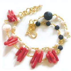 Коралловый браслет с жемчугом и лавой