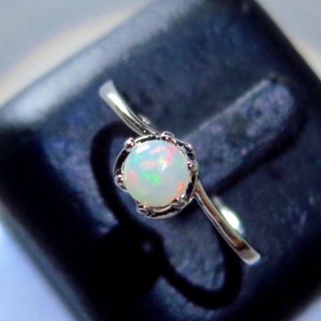 Серебряное кольцо с натуральным опалом 1.16 карат