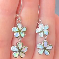 Длинные серьги опал в серебре в виде цветов