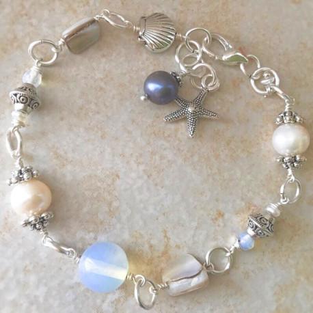Морской браслет из жемчуга с лунным камнем