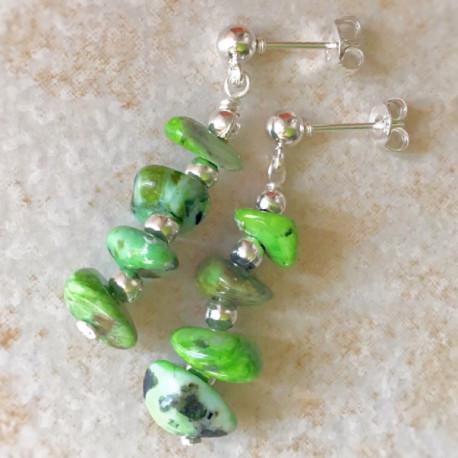 Зеленая яшма серьги пусеты с камнями