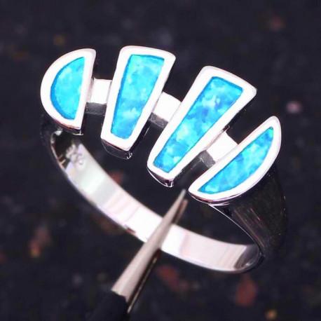 Серебряное кольцо с голубыми опалами