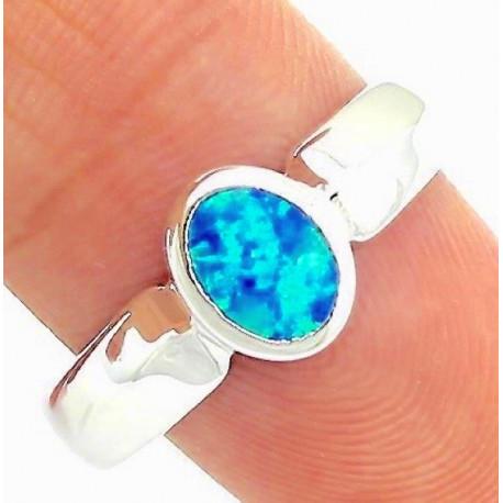 Кольцо из серебра с голубым опалом 7 мм